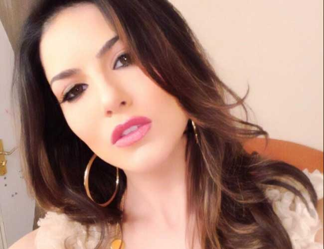 First Pictures Of Sunny Leone From Sets Of Ragini Mms 2-9656