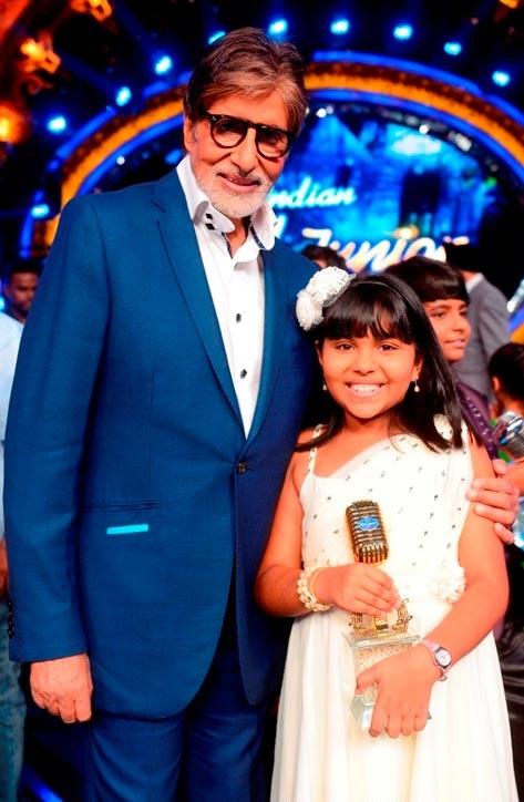 Amitabh-Bachchan-with-Indian-Idol-Junior-winner-Anjana-Padmanabhan