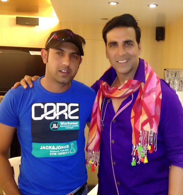 Bhaji-In-Problem-Akshay-Kumar-with-Gippy-Grewal